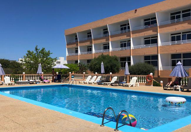 Studio a Sant Josep de Sa Talaia / San Jose - Flats Friends Aparthotel Tropicana 2 adulti + 2 bambini